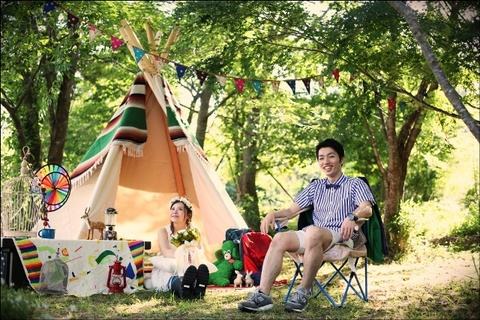 テント前座る.JPG